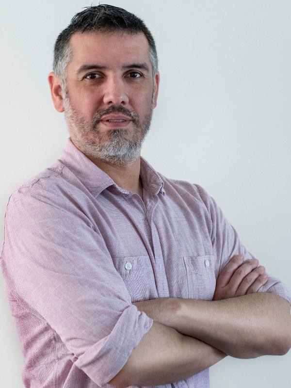 Dr. Luis López Chau